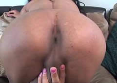 Wanking ts dilettante deepthroats cock at casting