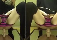 Mouse sentando no consolo com vibrador dentro da calcinha gozado gostoso
