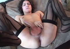 Auditioning trans beauty wanks hard load of shit solo
