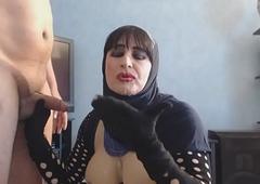pipe et faciale en hijab