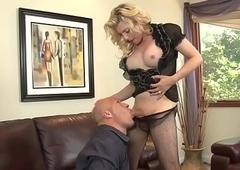 Busty blonde tranny Tyra Scott