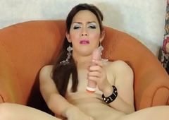 Mature asian trannie tugs on her dong
