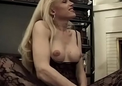 Undergarments loving tranny gets her cock sucked