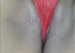 La vagina de mi caliente mujer thicket calzon rojo