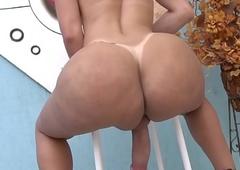 TS Gabrielli Bianco jerking her huge shecock