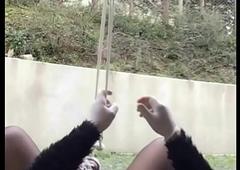 colgado por los cojones hang by slobber pendu par les couilles