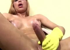 Yellow rubber gloves give excuses this big shecock enduring and squirt