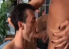 Transessuale brasiliana si fa succhiare cazzo Brazilian tranny acquires sucked cock